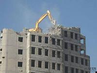 деконструкция зданий – разборка старого здания, с возможностью использования строительных материалов на вторичном рынке