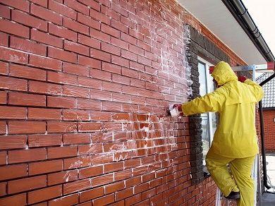 Удаление высолов со стен